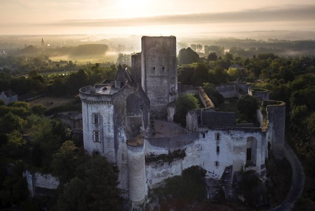 Chateaux - Medieval fortresses and Renaissance castles